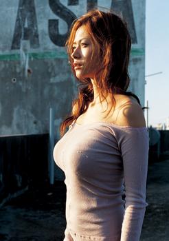 2007年25歳真木よう子の胸整形画像.png