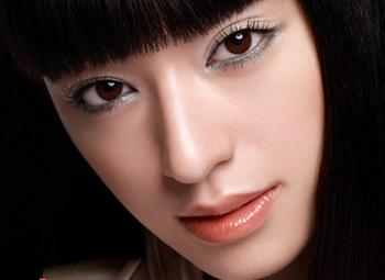 2007年栗山千明の目元画像.png