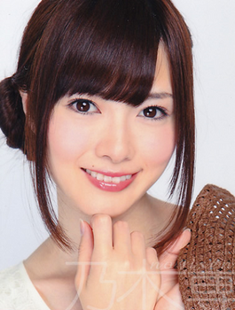 2012年9月白石麻衣の画像.png