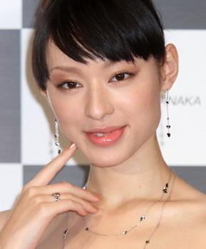 栗山千明2010年26歳の画像.png