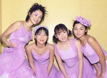 2000年辻希美の同期メンバーとの画像.png
