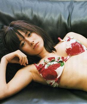 2003年真木よう子の水着の画像.png