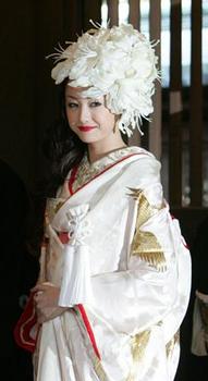 23歳沢尻エリカの結婚式の着物画像.png