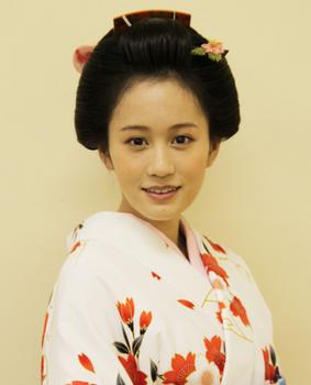 前田敦子の整形2013年着物画像.png